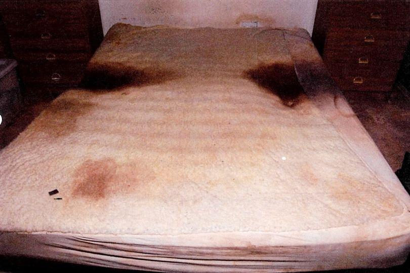 Kuva naisen sängystä (poliisi)