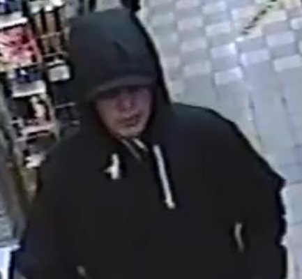 Poliisi etsii tätä miestä Linnanpellon Salen ryöstöstä.